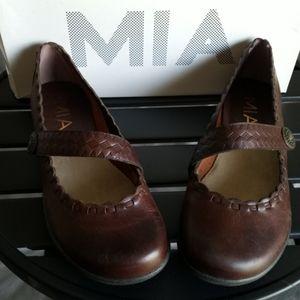 MIA slip on shoes size 6